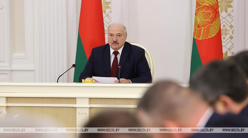 Лукашенко провел совещание о принимаемых мерах противодействия распространению вирусных инфекций