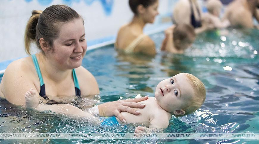 Школа раннего плавания работает в Минске