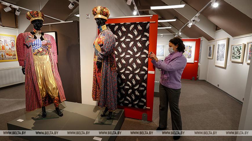Текстильные произведения российских художников представлены на выставке в Минске