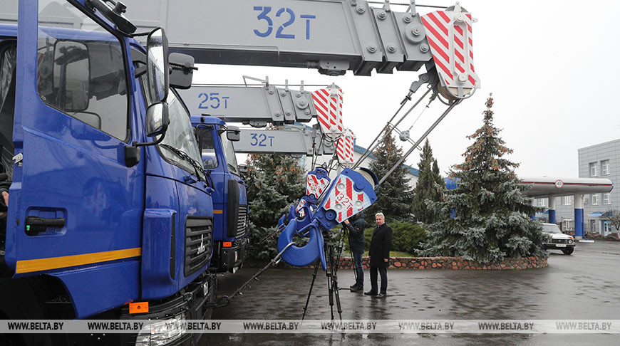 """Автопарк """"Белоруснефти"""" пополнили уникальные 32-тонные краны МАЗа"""