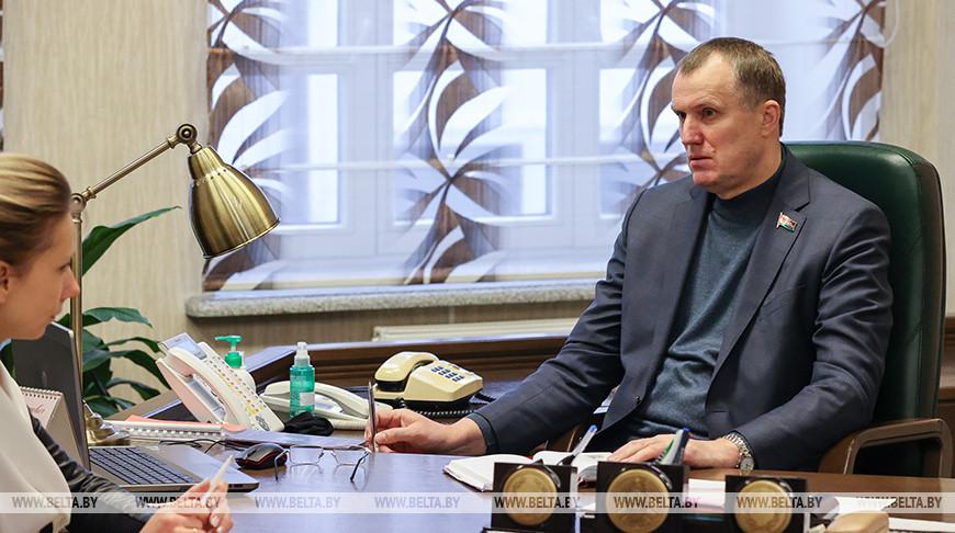 Исаченко провел прямую телефонную линию