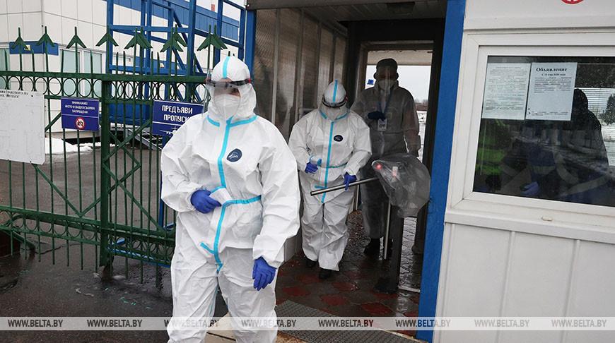 В аэропорту Витебск проводят дезинфекцию самолетов и измеряют температуру пассажирам