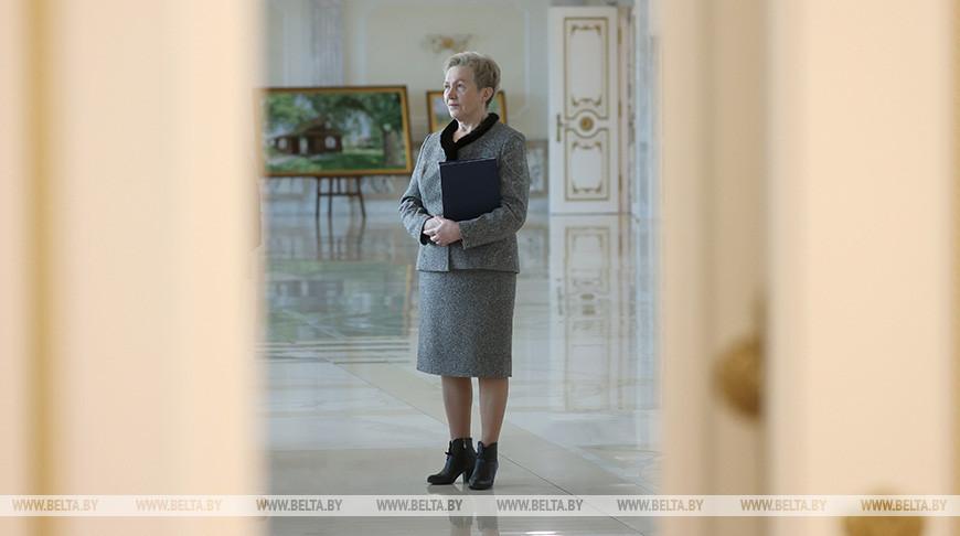 Лукашенко принял с докладом руководителя временной администрации банка Надежду Ермакову