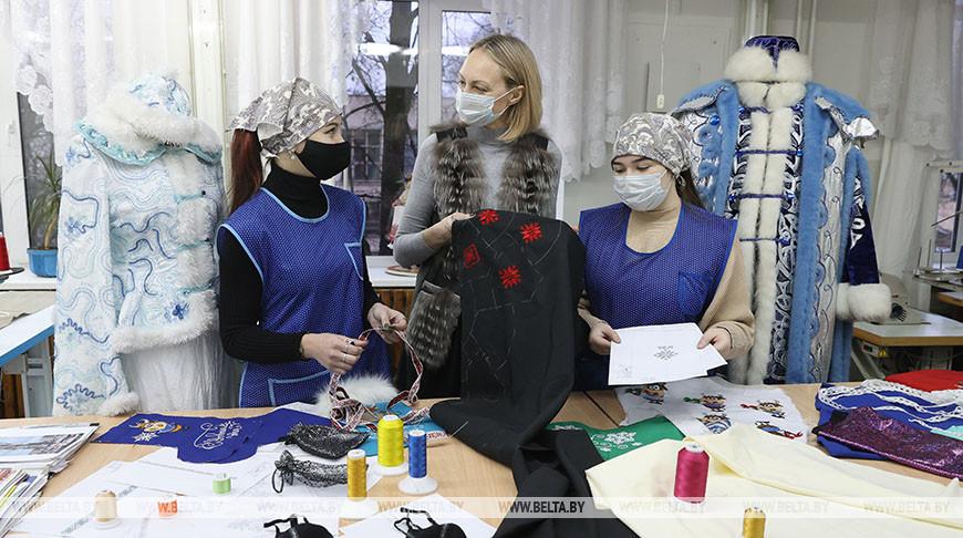 Маски для новогоднего бала шьют в Витебске