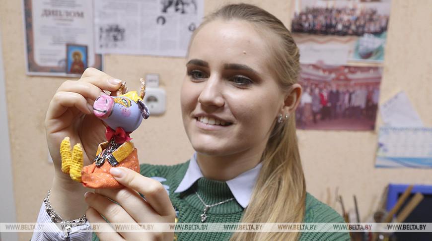 Учащиеся Могилевского экономического колледжа планируют сделать более 6 тыс. новогодних сувениров