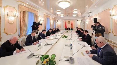 Лукашенко о коронавирусе: ситуация непростая, но она под контролем