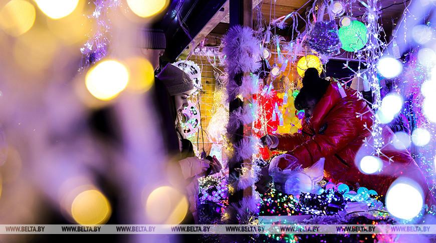 Новогодняя ярмарка работает в Бресте