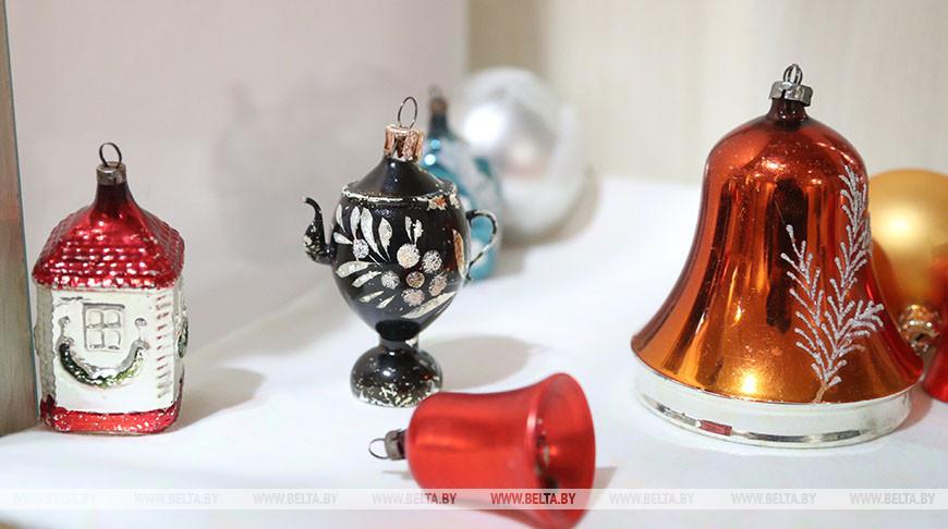 Выставка антикварных елочных игрушек открылась в Могилеве