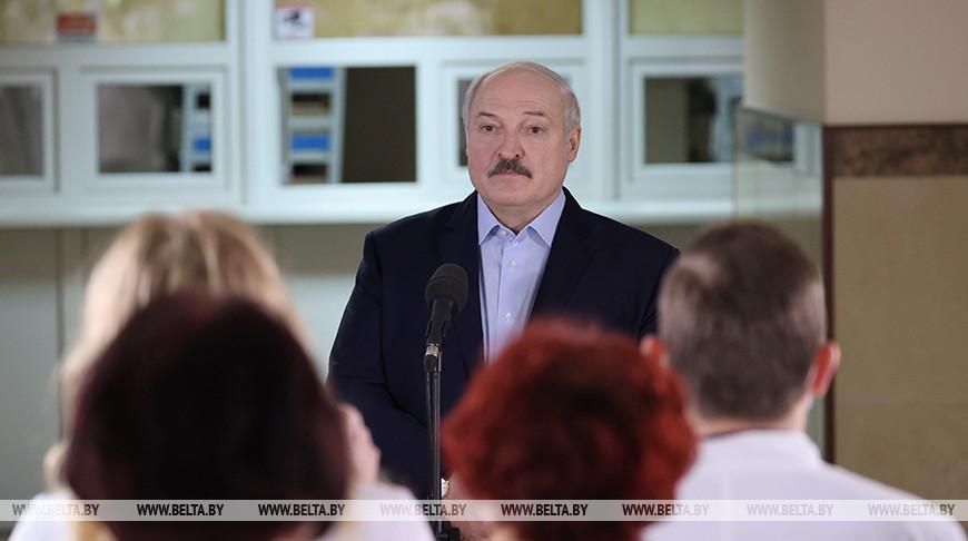 Лукашенко посетил районную больницу в Столбцах