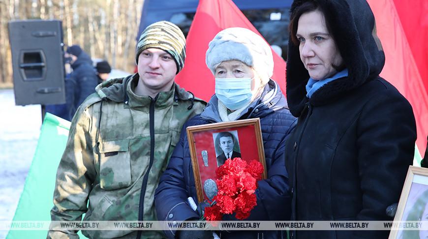 Останки погибшего в Лоевском районе красноармейца Владимира Лайкова передали в Россию
