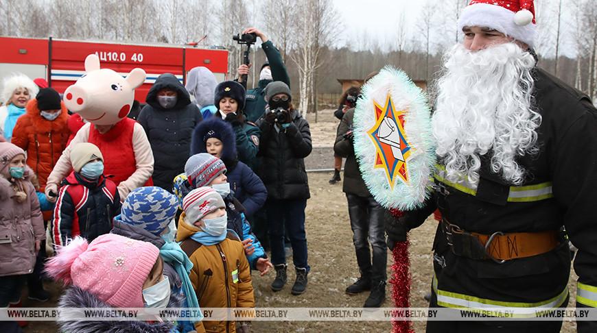 Новогодний праздник для детей-сирот устроили сотрудники МЧС Гомельской области