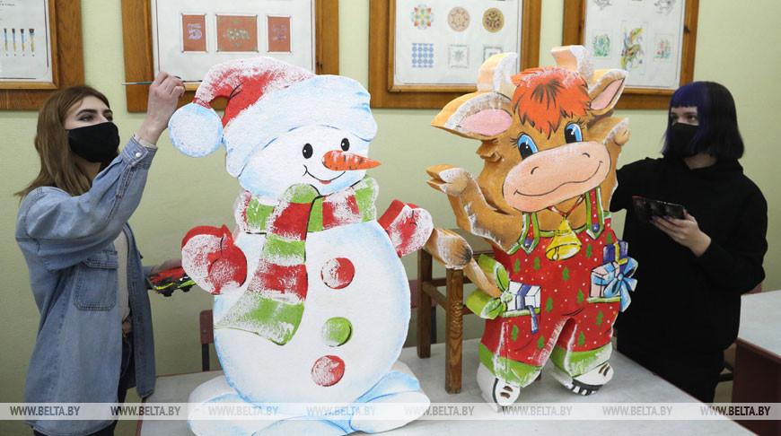 В Бобруйском колледже им. А.Е.Ларина изготавливают художественные изделия к Новому году