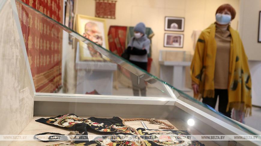 В Могилеве открылась выставка художественного индийского текстиля