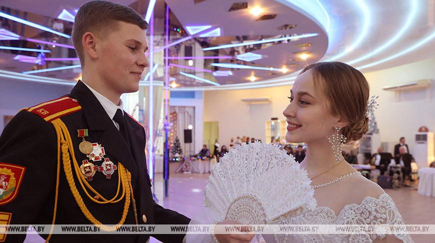 В Витебске молодежный бал собрал 40 пар