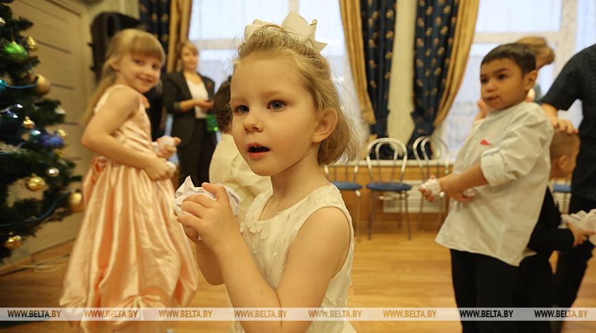 Министр энергетики поздравил детей с праздниками