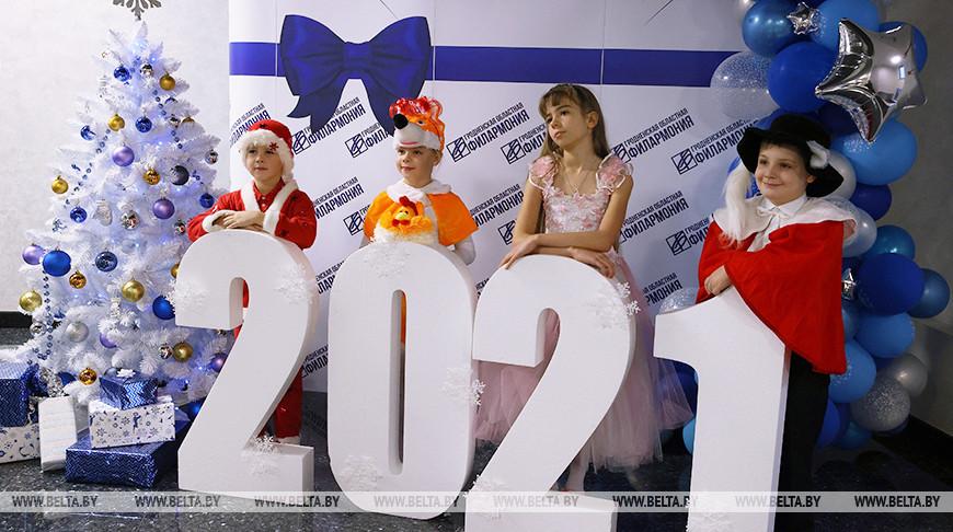 Новогодние подарки от председателя облисполкома получили 600 детей Гродненской области