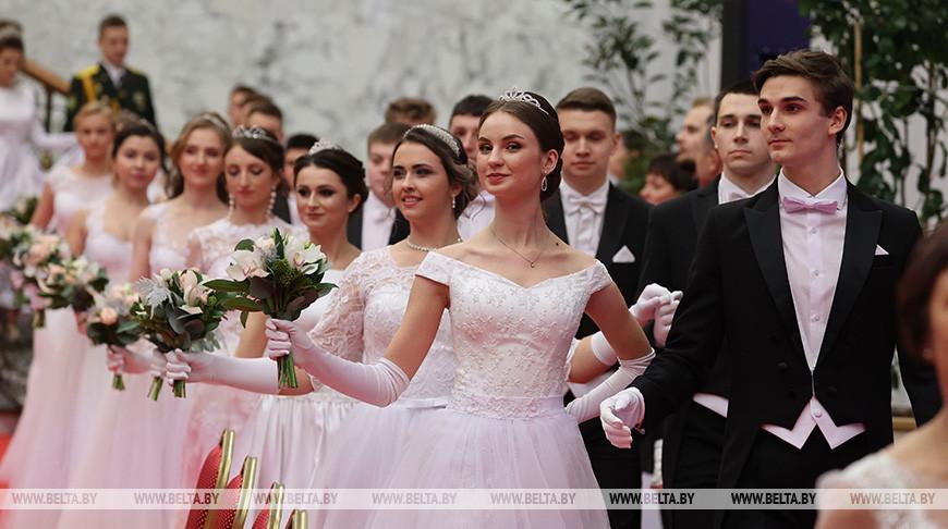 Белорусский новогодний бал для молодежи прошел во Дворце Независимости