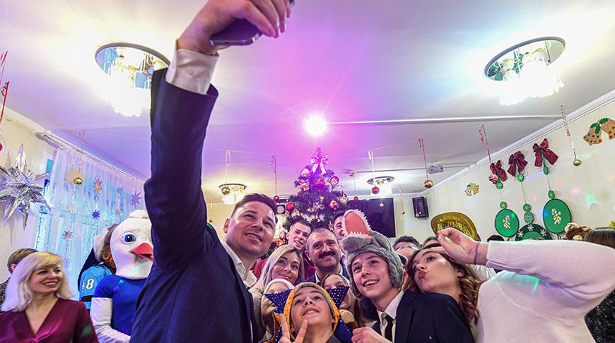 НОК поздравил с новогодними праздниками воспитанников Детского городка в Минске