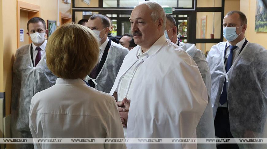 Лукашенко в канун Нового года посетил РНПЦ детской онкологии, гематологии и иммунологии