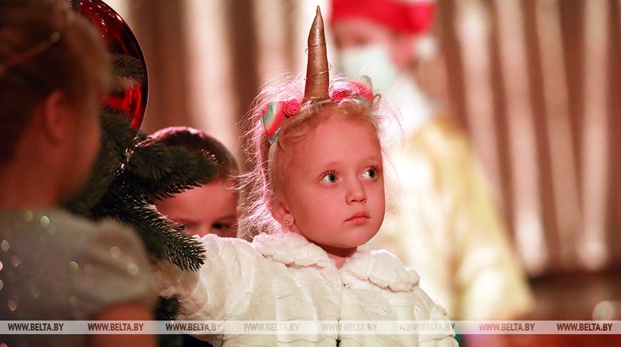 Гомельский государственный театр кукол провел новогодний утренник
