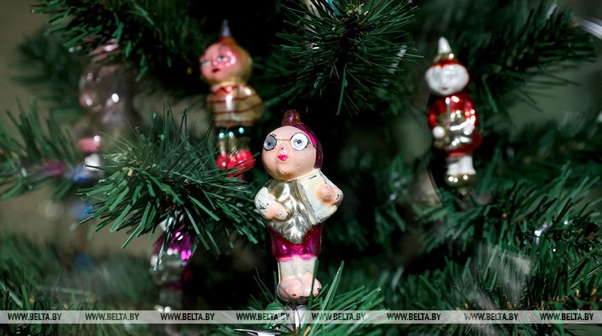 Выставка елочных игрушек проходит в Минске