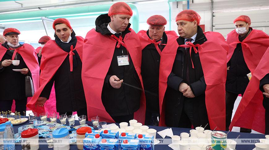 Головченко посетил Глубокский молочноконсервный комбинат