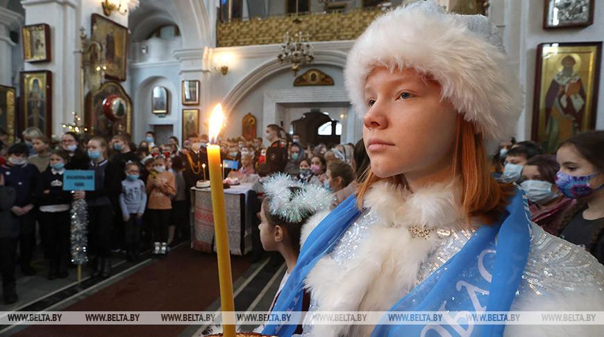 """На """"Рождественскую елку"""" в Минск приехали 1,6 тыс. детей из пострадавших от аварии на ЧАЭС районов"""