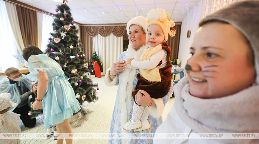 Министр здравоохранения и митрополит Вениамин посетили Дом ребенка №1 в Минске