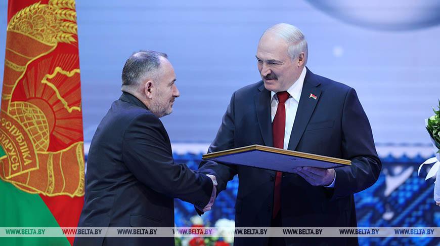 """Лукашенко вручил премии """"За духовное возрождение"""""""
