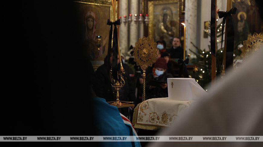 Прощание с митрополитом Филаретом проходит в Свято-Духовом кафедральном соборе
