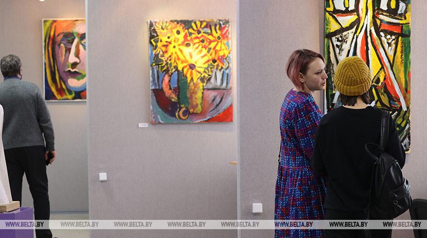 """В Гомеле открылась выставка """"Точки зрения"""""""