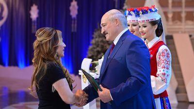 Лукашенко вручил награды государственным деятелям, артистам и сотрудникам СМИ