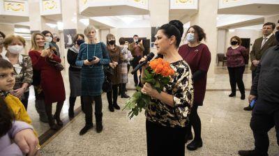 Народная артистка Беларуси Нина Шарубина провела экскурсию по фотовыставке о своем творчестве