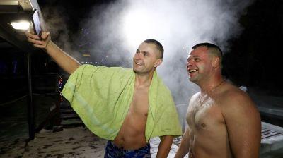Сотрудники МЧС приняли участие в крещенских купаниях