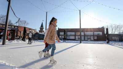 """Минчане катаются на коньках в городском пространстве """"Dвор"""""""