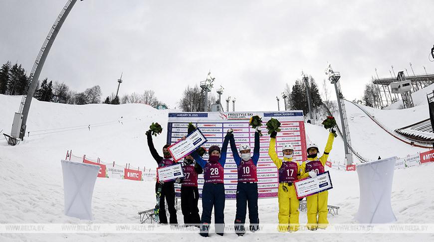 """Белорусские фристайлистки выиграли международные состязания по синхронным прыжкам в """"Раубичах"""""""
