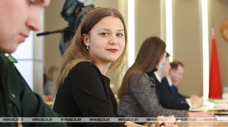 Кочанова встретилась с членами Молодежного парламента