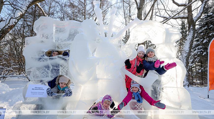 Фестивальледовых и снежных скульптур проходит в Ботаническом саду Минска