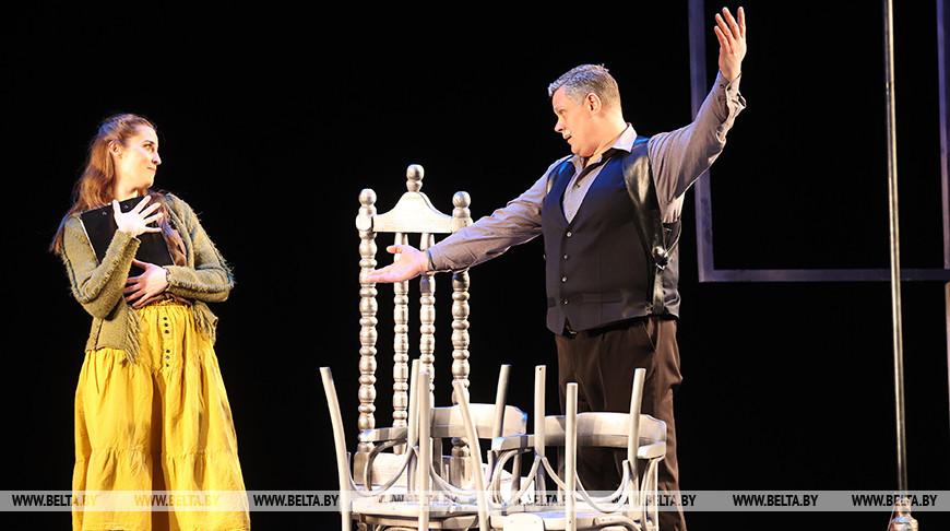 """Премьеру трагикомедии """"Загадочный визит"""" представили в Гомельском областном драмтеатре"""