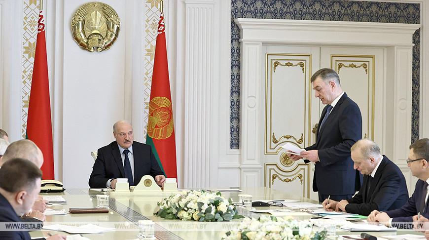 Лукашенко провел совещание по вопросам развития отечественной мотовелотехники