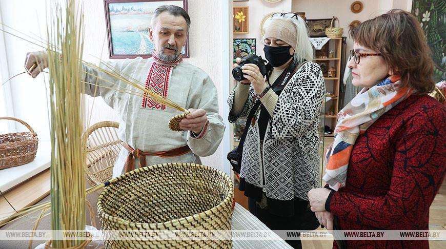 Выставка работ Василия Симанковича и Дины Довгяло открылась в Витебске