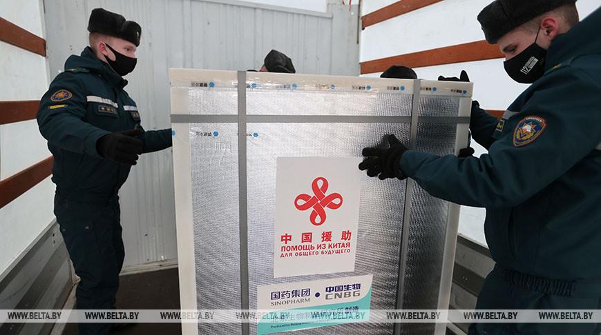 Самолет со 100 тыс. доз вакцины от коронавируса прибыл из Пекина в Минск