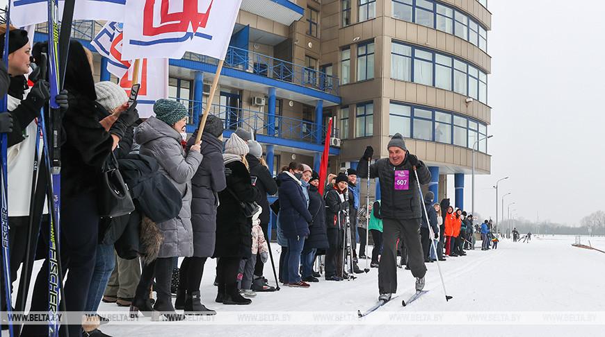 """Более 400 любителей лыжных гонок вышли на старт """"Брестской лыжни 2021"""""""