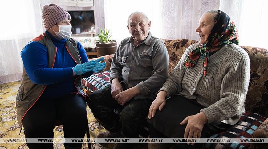 Услугами соцработников в Крупском районе пользуются 874 пенсионера
