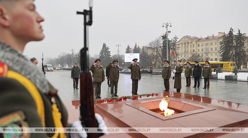 Представители Госсекретариата Совбеза возложили цветы к монументу Победы
