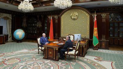 Лукашенко предлагает рассмотреть вопрос о введении ответственности за получение зарплат в конвертах
