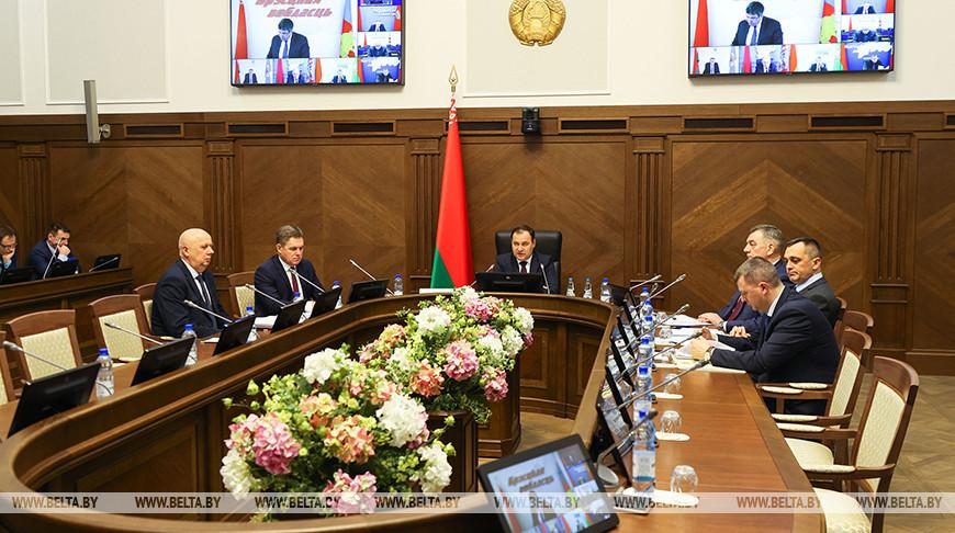 Головченко потребовал принять меры для реализации директив о развитии ЖКХ и стройотрасли