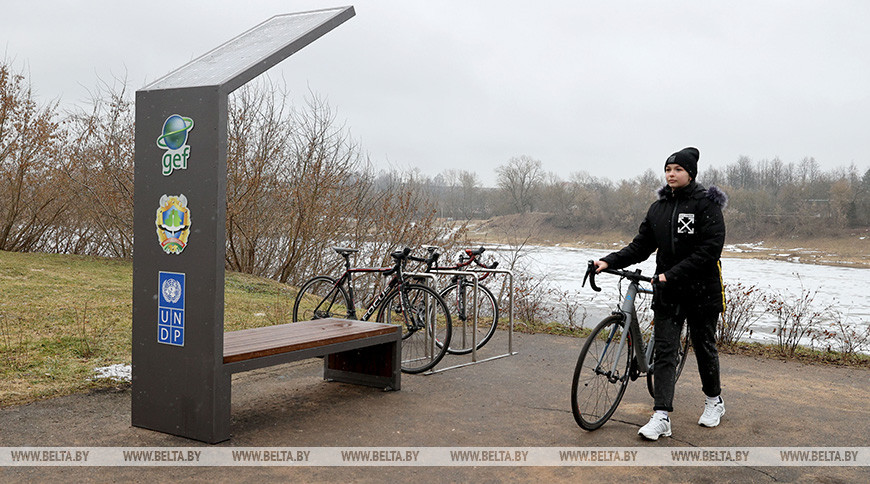 """Велопарковки с солнечными панелями установили в Полоцке по проекту """"Зеленые города"""""""