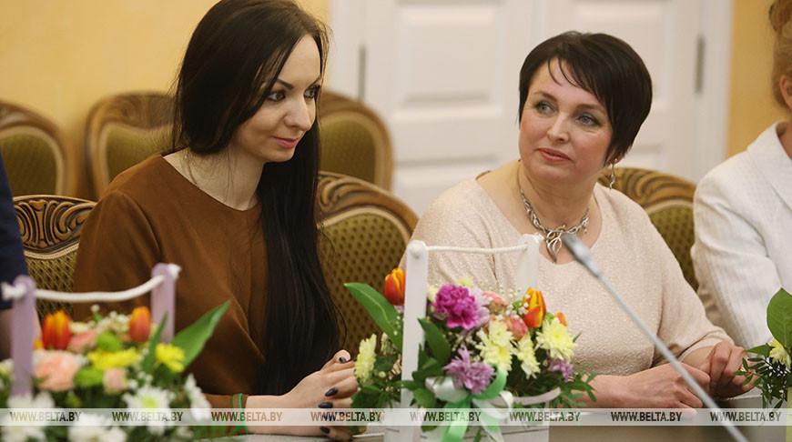 В Гродненском облисполкоме провели торжественную встречу ко Дню женщин