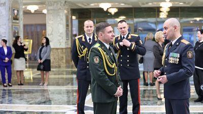 Для участников церемонии вручения госнаград и генеральских погон провели экскурсию во Дворце Независимости